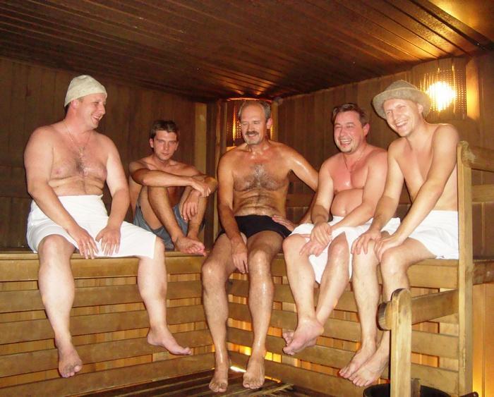 голые телки и один мужик видео