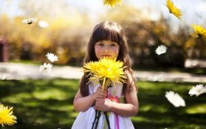 Cute-Little-Girl-Holding-Yellow-Flower-1800x2880 (1)